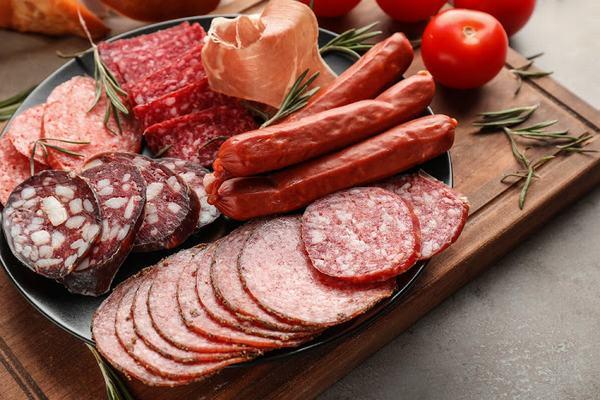 Kiêng ăn những thực phẩm chiên rán, nhiều dầu mỡ, chế biến sẵn khi bị gai cột sống