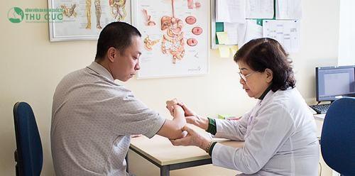bác sĩ chuyên khoa II Nguyễn Thị Kim Loan, là bác sĩ giỏi, có hơn 30 năm khám chữa bệnh xương khớp cùng các bác sĩ ngoại khoa, đáp ứng nhu cầu phẫu thuật cho người gãy xương tay.