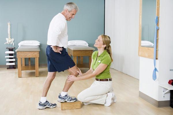 Người bệnh cần tuân thủ theo phương pháp điều trị của bác sĩ