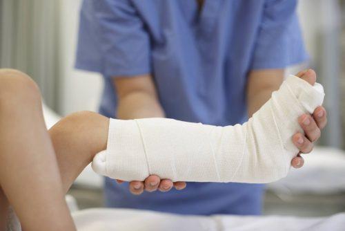 Một số lưu ý khi bó bột xương cẳng chân