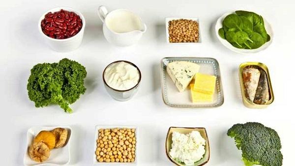 Trong chế độ ăn uống của người gãy xương chày nên bổ sung canxi, kẽm