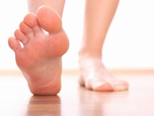 Gãy xương gót chân hay gãy xương calcaneus là tình trạng xương gót chân bị gãy một phần hoặc toàn phần