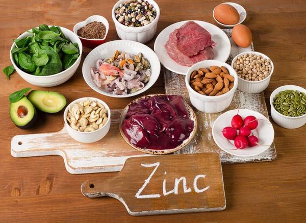 Người bệnh gãy xương sườn nên bổ sung thực phẩm giàu kẽm trong chế độ ăn hàng ngày