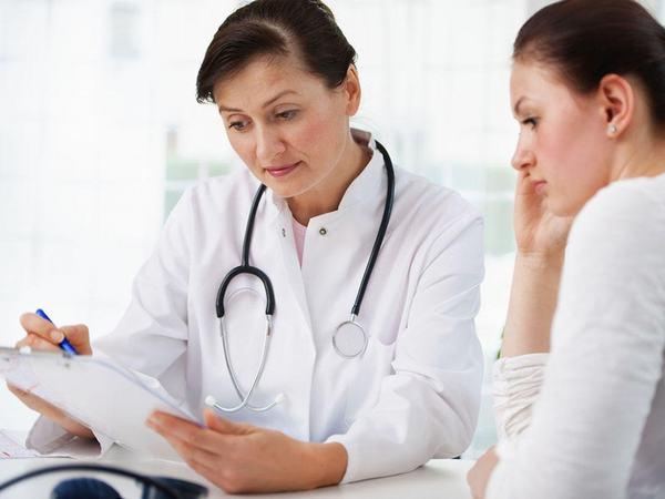 Nếu tình trạng đau xương chậu kéo dài khiến mẹ bầu khó chịu thì chị em nên đi kiểm tra