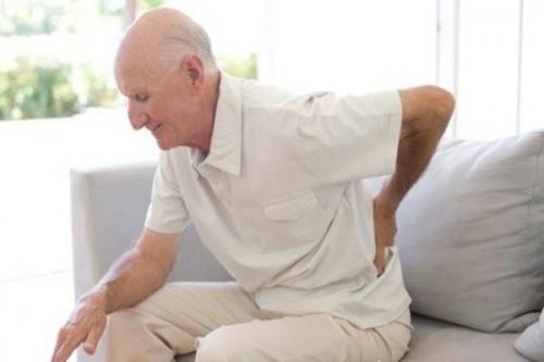 Thoái hóa xương thường gặp ở khớp gối, sống lưng, đốt sống cổ, gây nên tình trạng đau mỏi khớp, đau lưng, đau mỏi vai gáy hoặc nặng hơn là thoát vị đĩa đệm