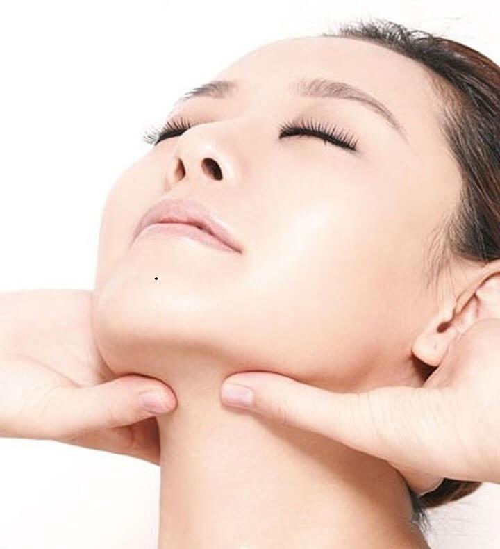 Hạch nổi dưới cổ họng xuất phát từ nhiều nguyên nhân khác nhau, trong đó không loại trừ khả năng ung thư