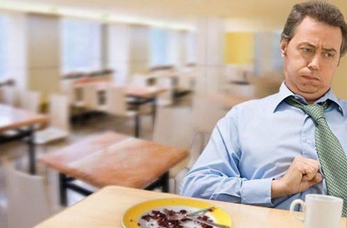 Khi bị đau dạ dày, người bệnh sẽ thấy xuất hiện triệu chứng đau thượng vị, chướng bụng...