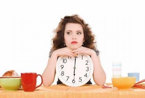 Trước khi tiến hành nội soi trực tràng người bệnh cần làm sạch ruột bằng cách nhịn ăn