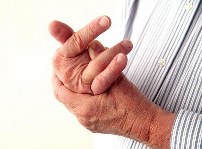 Có nhiều yếu tố làm tăng nguy cơ mắc hội chứng De Quervain như: