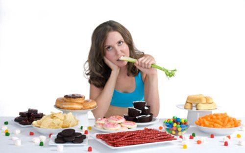 Ăn quá nhiều đồ ngọt là một trong những nguyên nhân gây rối loạn tiêu hóa
