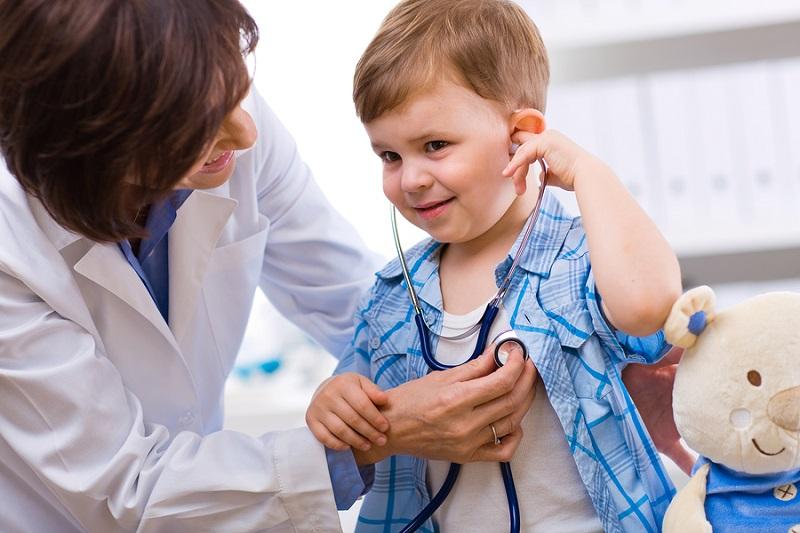 Cho bé khám nam khoa định kỳ 6 tháng 1 lần và bất kỳ khi nào có dấu hiệu bất thường.