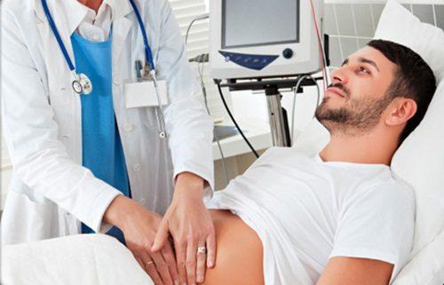 Khi có các triệu chứng bất thường về tiêu hóa, người bệnh cần đi khám để được điều trị kịp thời.