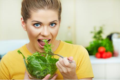 Khi bị ợ nóng nên ăn những thực phẩm cung cấp chất xơ như các loại rau xanh, cá, các loại trà