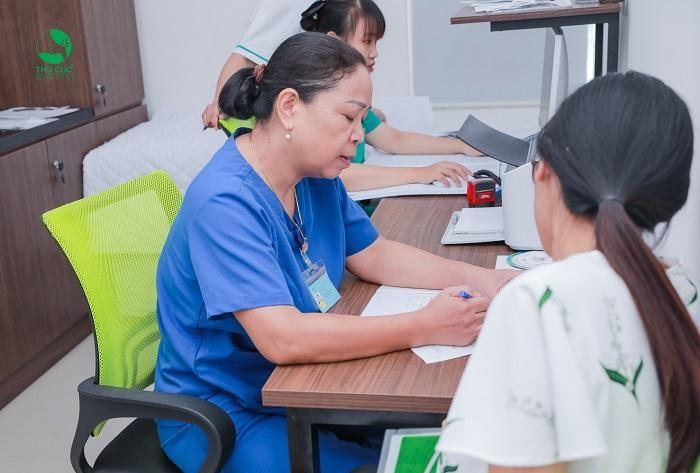 Khi đi khám thai định kỳ tại Bệnh viện Thu Cúc, mẹ bầu sẽ được bác sĩ tư vấn chế độ dinh dưỡng phù hợp với thể trạng