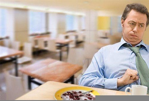 Khó tiêu là triệu chứng rất hay gặp sau khi ăn quá nhiều chất, các loại thực phẩm khác nhau, ăn nhanh