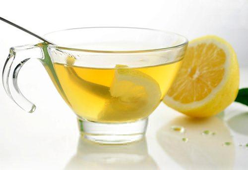 Ngoài ra có thể áp dụng một vài mẹo nhỏ chữa khó tiêu sau khi ăn như uống trà gừng, nước chanh ấm
