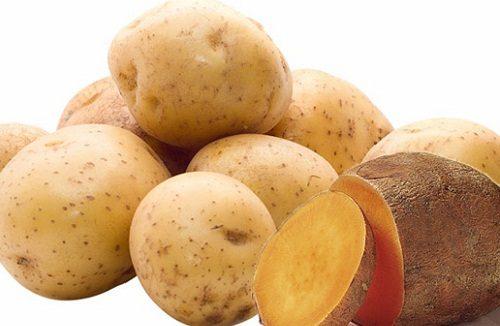 Uống một chút nước ép khoai tây, gừng và cát cánh sẽ giúp cơn đau dạ dày giảm đi rõ rệt, đặc biệt là trường hợp bị bệnh thể hư hàn. Bạn hãy lấy 100gr khoai tây, 10gr gừng tươi hòa cùng 30gr cát cánh đem ép lấy nước. Bài thuốc này có thể giúp bạn tăng cường khí huyết và chống buồn nôn. Liều lượng vừa đủ cho bệnh nhân đau dạ dày là khoảng 30ml mỗi ngày.