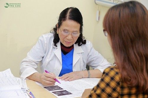 Khi kinh nguyệt không đều ở tuổi 17 kéo dài và bất thường, chị em cần nhanh chóng tới bệnh viện để tiến hành thăm khám
