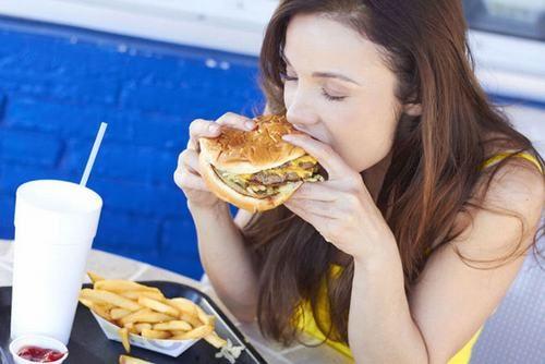 Viêm hang vị dạ dày phù nề xung huyết có thể do chế độ ăn uống không hợp lý