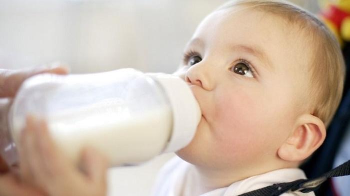 Nếu có thể, mẹ nên cân nhắc việc cai sữa sớm.