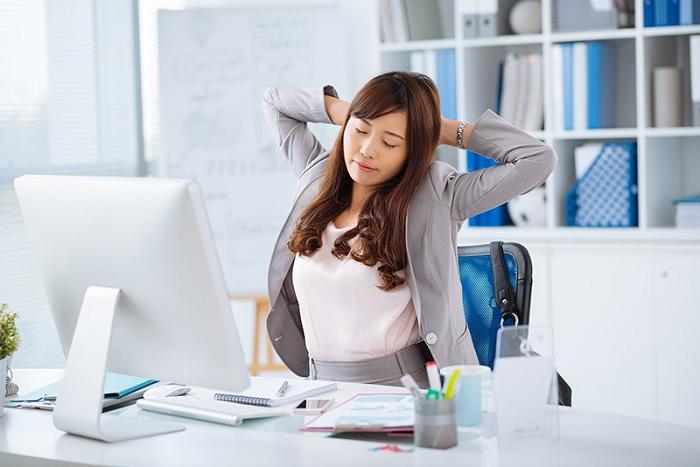 Nháy mắt trái liên tục là do các bạn quá mệt mỏi, căng thẳng hoặc bị mỏi mắt