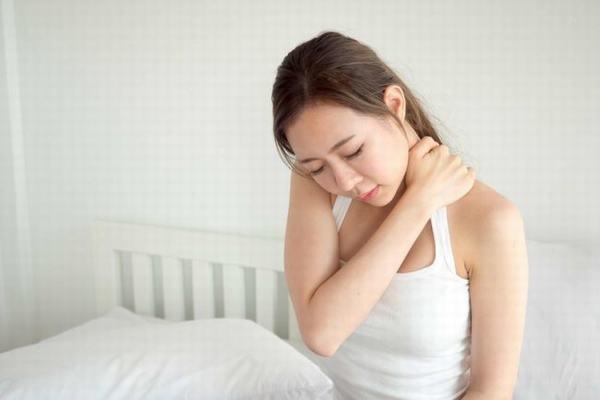 Trong thời gian mang thai, mẹ bầu thường hay bị đau mỏi vai gáy
