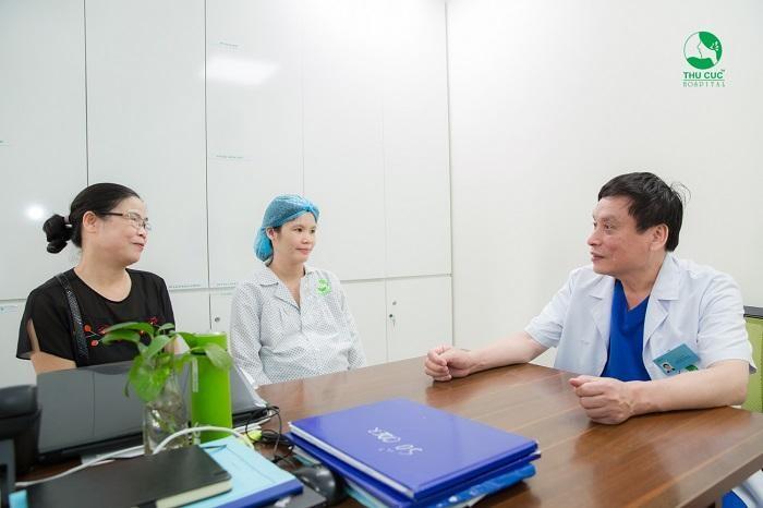 Các mẹ bầu hãy lắng nghe tư vấn của bác sĩ chuyên khoa Sản để biết mình có cần phải chờ chuyển dạ sinh mổ lần 2 hay không