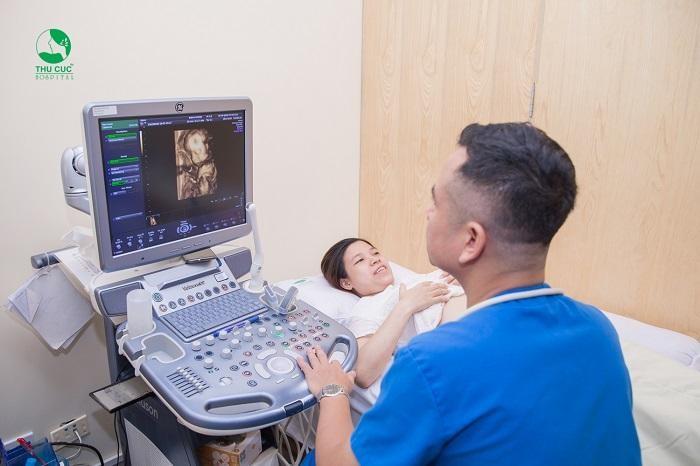 Ngoài việc theo dõi chỉ số đường huyết thường xuyên, các mẹ bầu bị tiểu đường thai kỳ cần khám thai định kỳ để phát hiện sớm nhất các bất thường