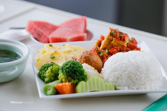 Mẹ nên thiết kế chế độ dinh dưỡng và ăn uống lành mạnh