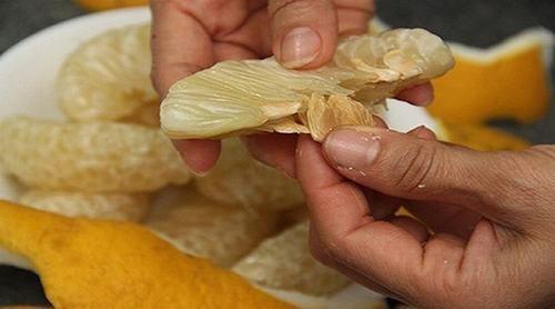 Trong hạt bưởi chứa nhiều hàm lượng chất tốt cho cơ thể nên được nhiều người sử dụng