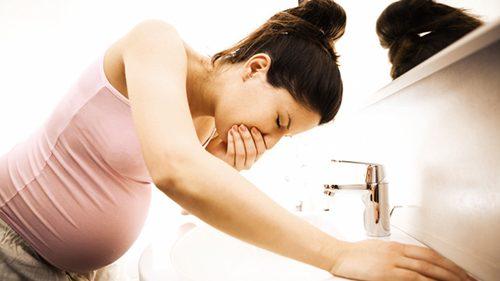 Chế độ ăn uống không hợp lý trong thời gian mang thai cũng khiến chị em dễ bị trào ngược dạ dày