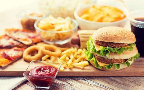 Nói không với đồ ăn nhanh và thực phẩm đóng hộp.