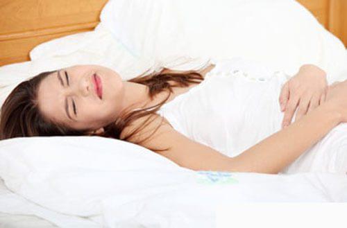 Người bệnh thường có triệu chứng đau bụng dữ dội, sốt khi bị dính ruột
