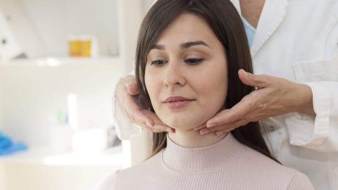 Mổ u tuyến giáp có cần kiêng nói không và trong bao lâu?