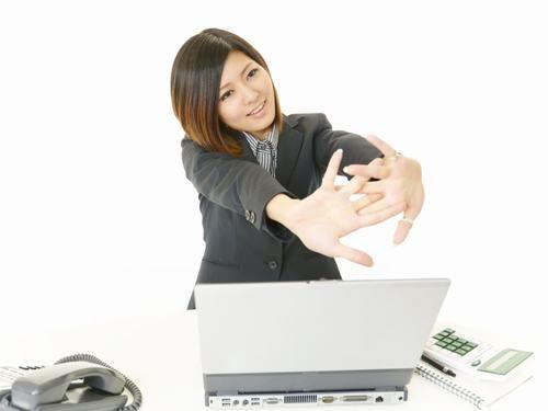 Đau mỏi cổ khi ngồi với máy tính
