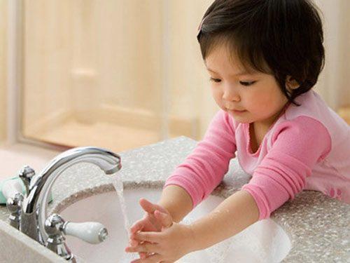 Để phòng tránh bệnh lây qua đường tiêu hóa, đặc biệt ở trẻ nhỏ cần chú ý vệ sinh cá nhân sạch sẽ