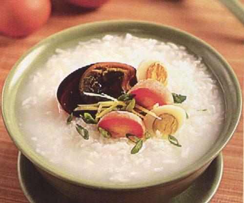 Cháo gạo nếp cũng là món ăn tốt cho người bị viêm loét dạ dày tá tràng