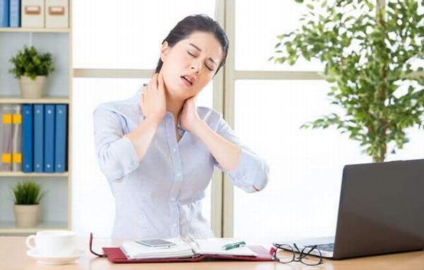Nhân viên văn phòng là nghề có nhiều người mắc bệnh lý về cơ xương khớp nhất
