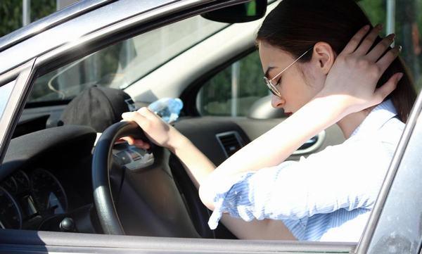 Người lái xe ngồi lâu trước vô lăng cũng gây đau nhức xương khớp