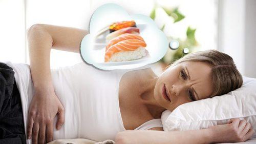Ăn phải thức ăn chưa được chế biến chín kỹ hoặc không đảm bảo vệ sinh có thể gây ngộ độc thực phẩm