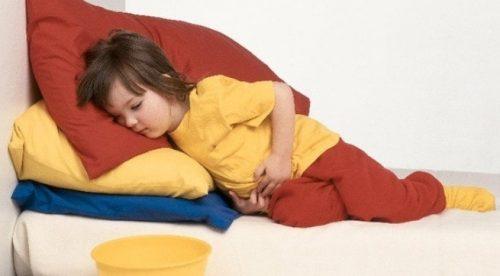 Khi bị ngứa hậu môn nhiều người thường nghĩ đến nguyên nhân là do nhiễm giun kim