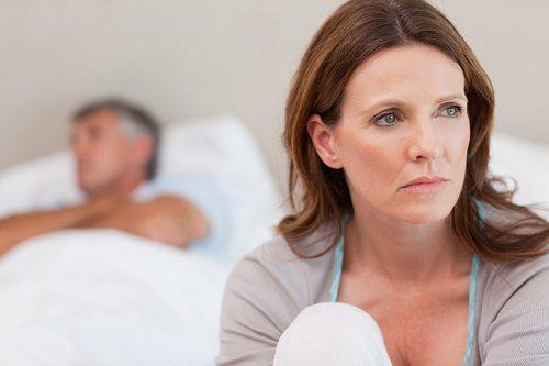 Tiểu buốt sau quan hệ khiến chị em rơi vào tình trạng sợ