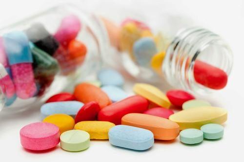 Việc lạm dụng thuốc cũng gây táo bón, lâu ngày dẫn tới nứt kẽ hậu môn