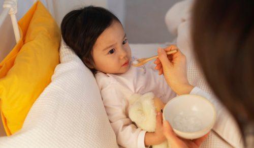 Bên cạnh việc điều trị theo chỉ định của bác sĩ, trẻ cần chế độ dinh dưỡng, nghỉ ngơi hợp lý.