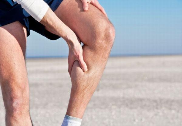 Va chạm mạnh do tai nạn hoặc vận động quá sức cũng gây gãy xương mác