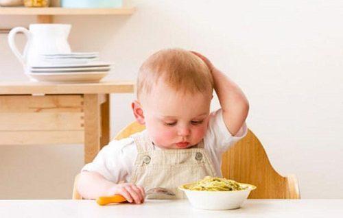 Nguyên nhân trẻ rối loạn tiêu hóa còn do chế độ dinh dưỡng không phù hợp