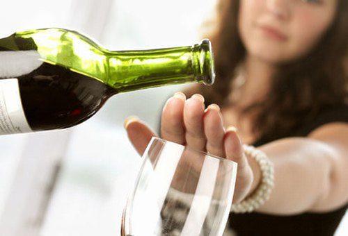 Hạn chế rượu bia là phương pháp hiệu quả giúp giảm nguy cơ mắc ung thư