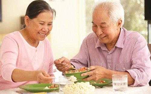 Người bệnh cần chú ý ăn uống và sinh hoạt hợp lý để cải thiện sớm bệnh sa dạ dày