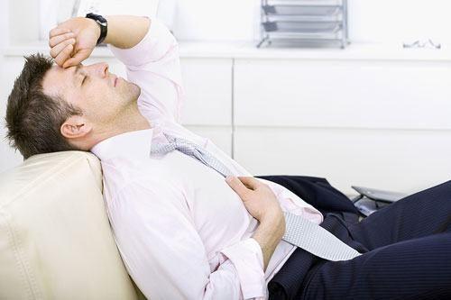 Táo bón lâu ngày sẽ khiến bạn đi ngoài khó khăn, ra máu có kèm theo chấy nhầy do thiếu nước