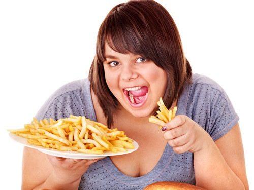 Thường xuyên ăn những thực phẩm béo, chế biến sẵn sẽ khiến bạn dễ bị ợ nóng